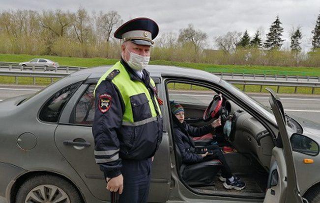 Смоленским водителям напомнили о правилах перевозки маленьких пассажиров