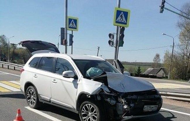 В аварии в Ельнинском районе пострадали два человека