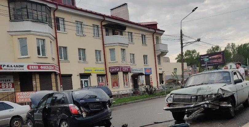 На улице Крупской в Смоленске произошла серьезная автоавария