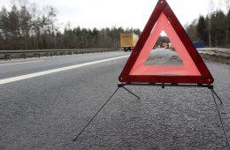 На трассе М-1 в Смоленской области «Renault Duster» съехал в кювет