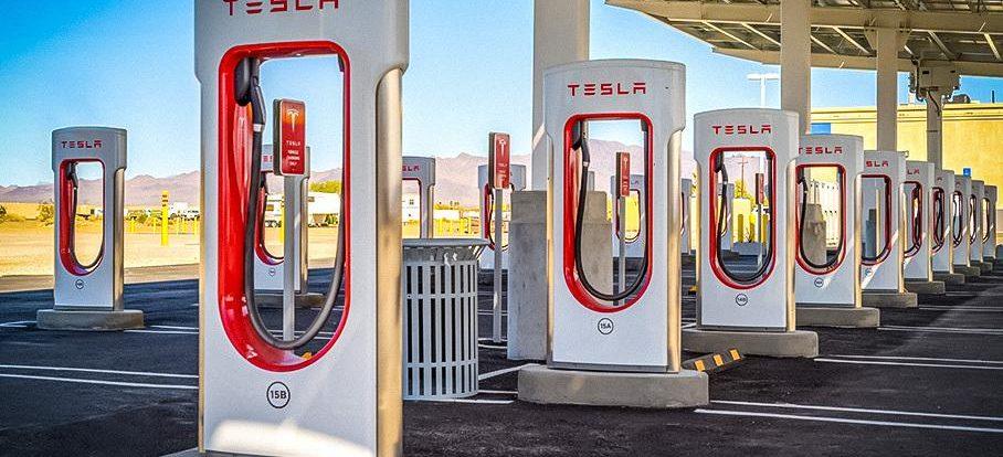 Tesla откроет свои станции зарядки для электрокаров других марок