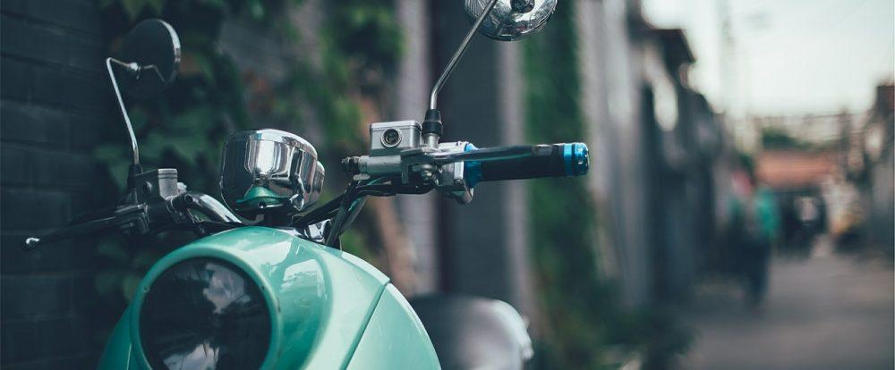 В Духовщине девушка на скутере пострадала в ДТП