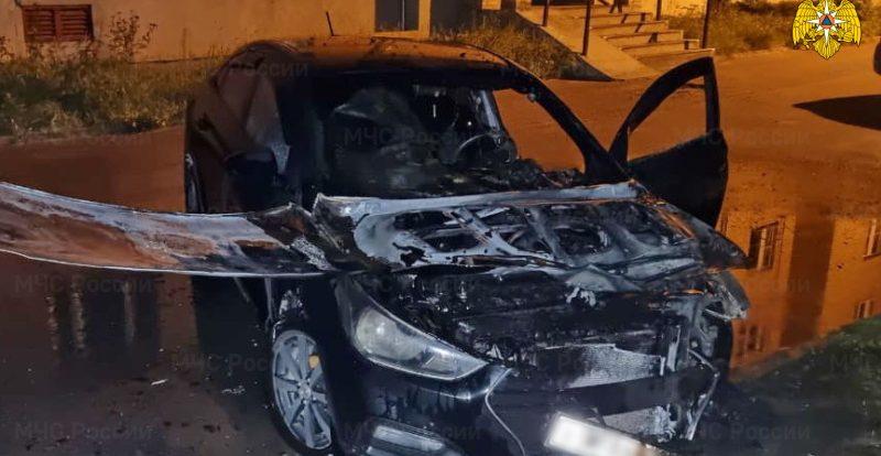 За сутки смоленские спасатели дважды выезжали на возгорания автомобилей