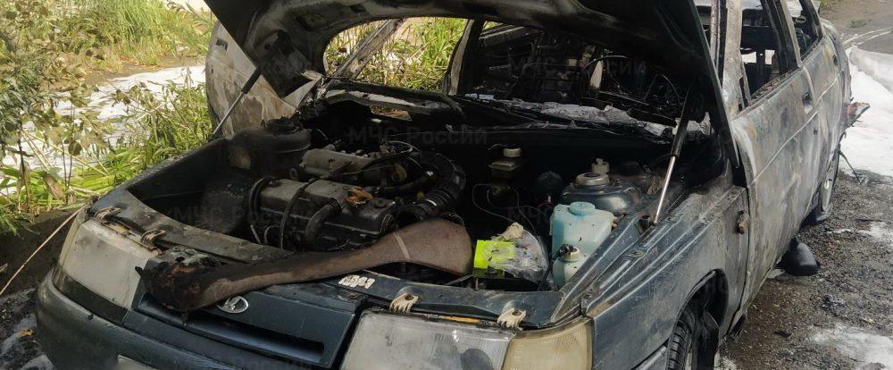 В Сафонове загорелся припаркованный автомобиль